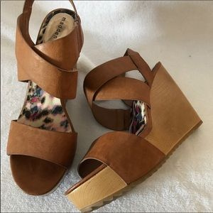 NEW COGNAC PLATFORM WEDGE SANDALS